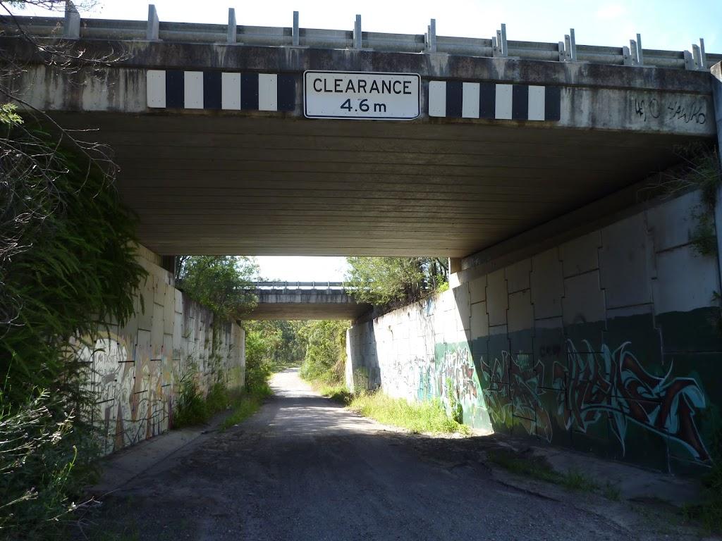 Archery Road, Freeway Underpass