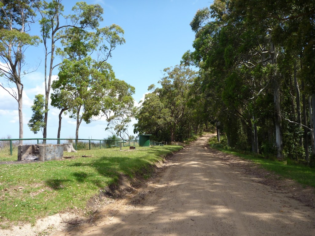Road beside Heaton Lookout (359552)