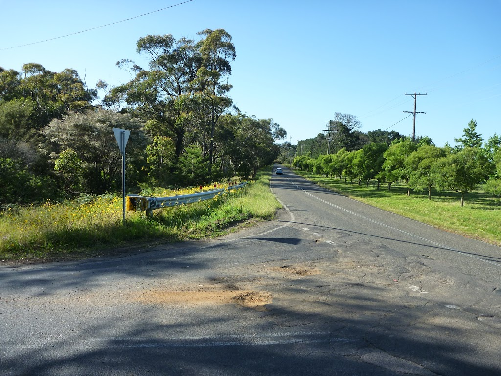 Intersection of Wisemans Ferry and Dog Trap Roads (370672)