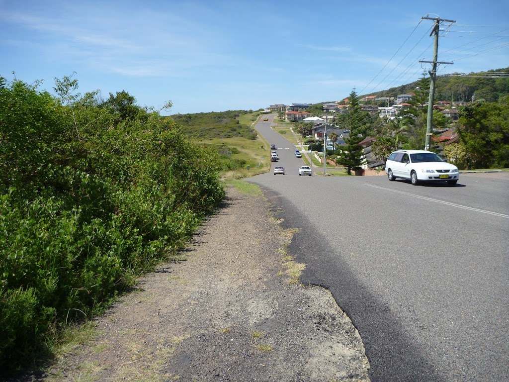Caves Beach Road in Caves Beach (387524)