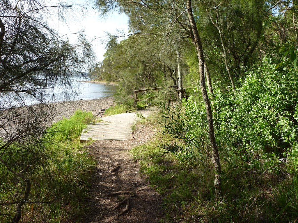 Foreshore Track close by the tidal lake