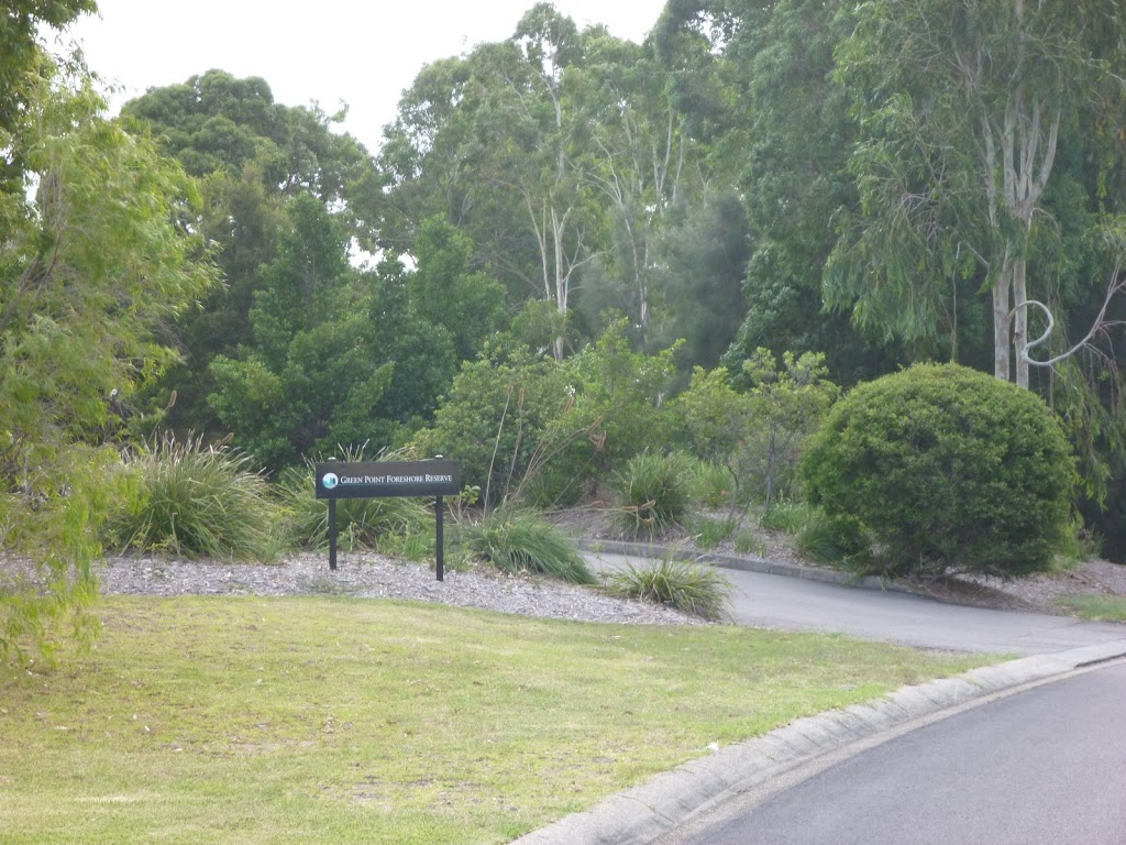 The Shores Way entrance to Green Point Reserve (390050)