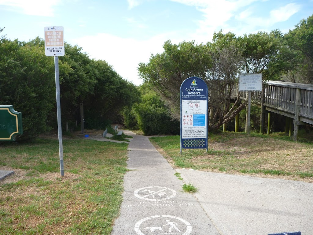 Footpath on the Owens Walkway, near Cain St in Redhead