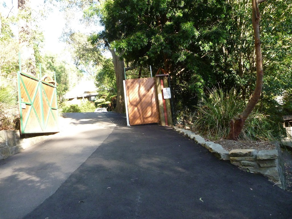 An entrance to the Wildlife Exhibits at Carnley Reserve in the Blackbutt Reserve (399325)