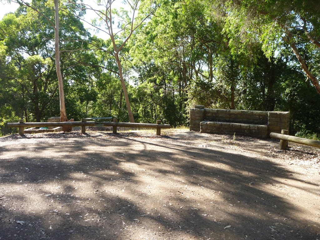 Lookout Road turning vehicle turning circle in Blackbutt Reserve (399922)