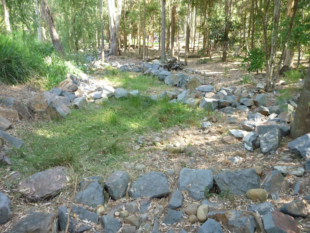 Dry rocky creek bed in Carnley Ave Reserve (400126)