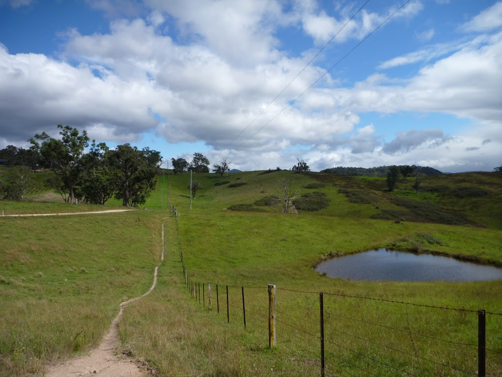 Six Foot Track walking through open farmland west of Megalong Rd (412772)