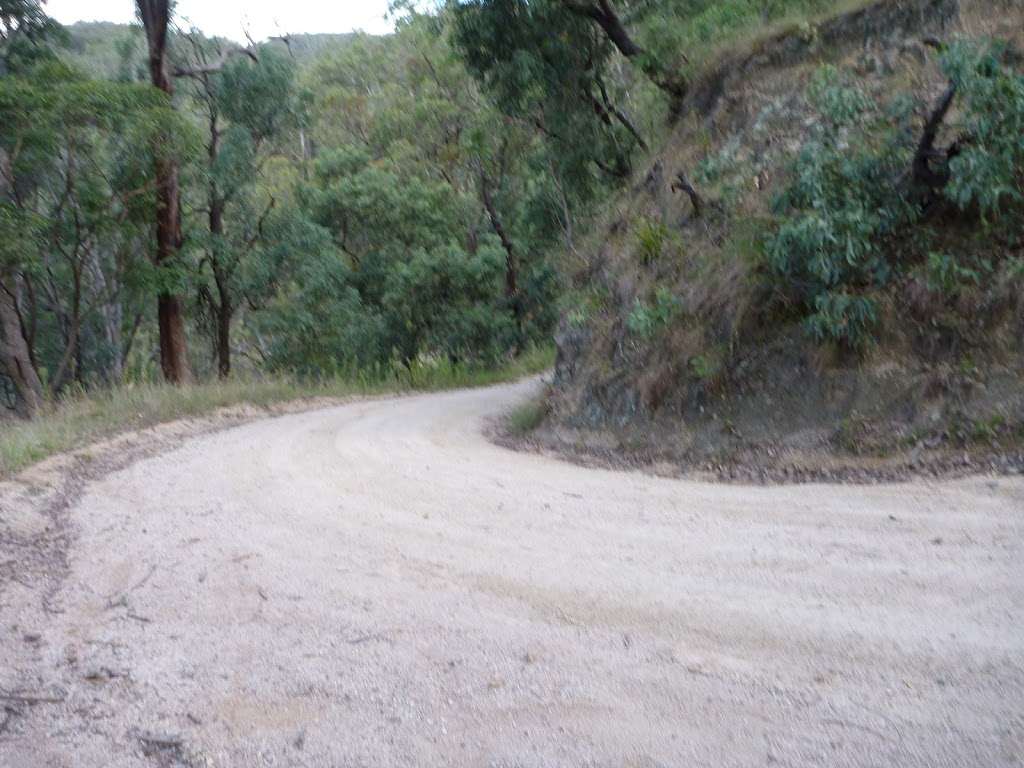 Sharp bend east of Kiangatha Yards (414854)
