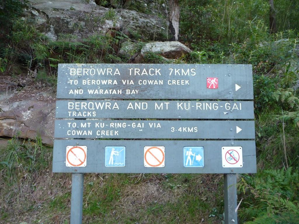Berowra Track sign north of Apple Tree Bay