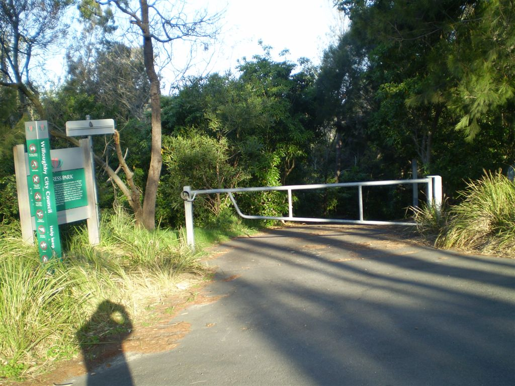 Track from the end of Emerstan Rd
