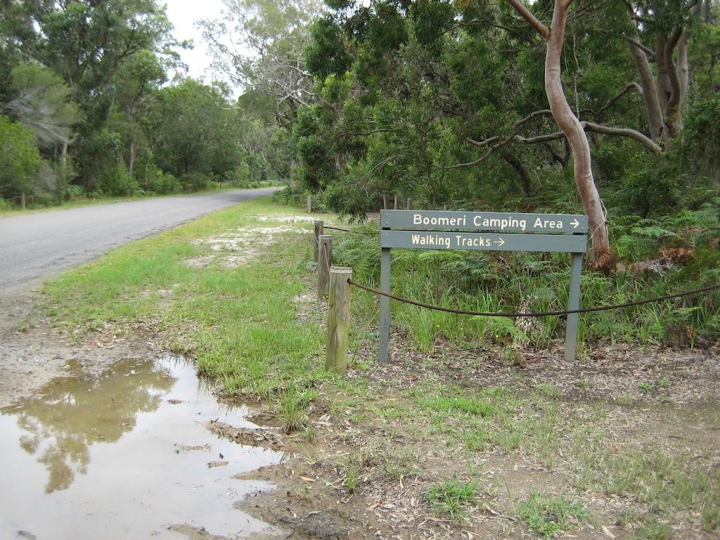 Road sign to  Boomeri campsite