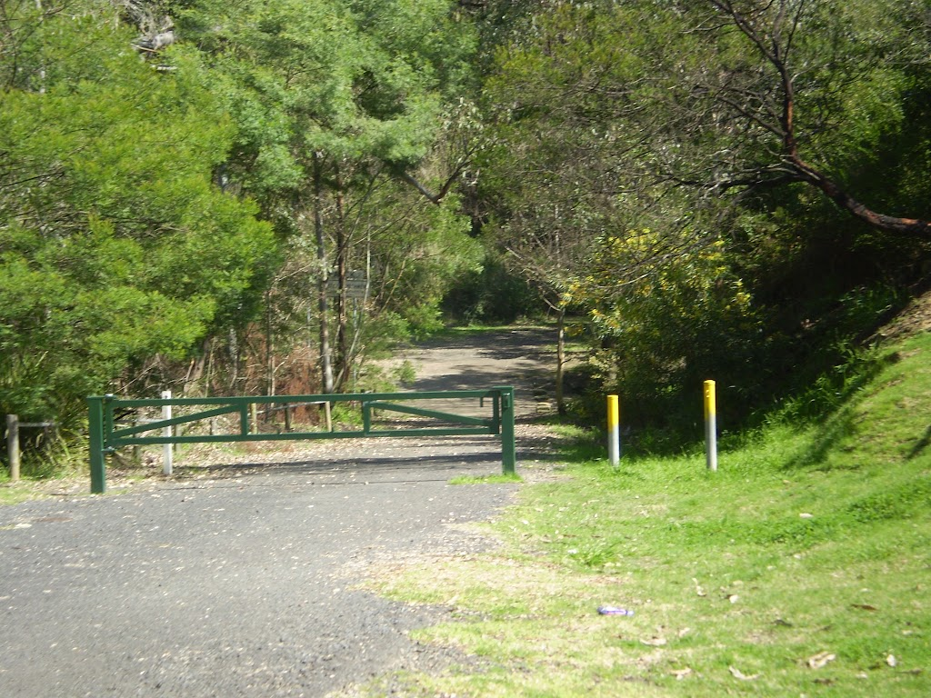 Servicetrail next to Ginger Meggs Park on Valley Rd