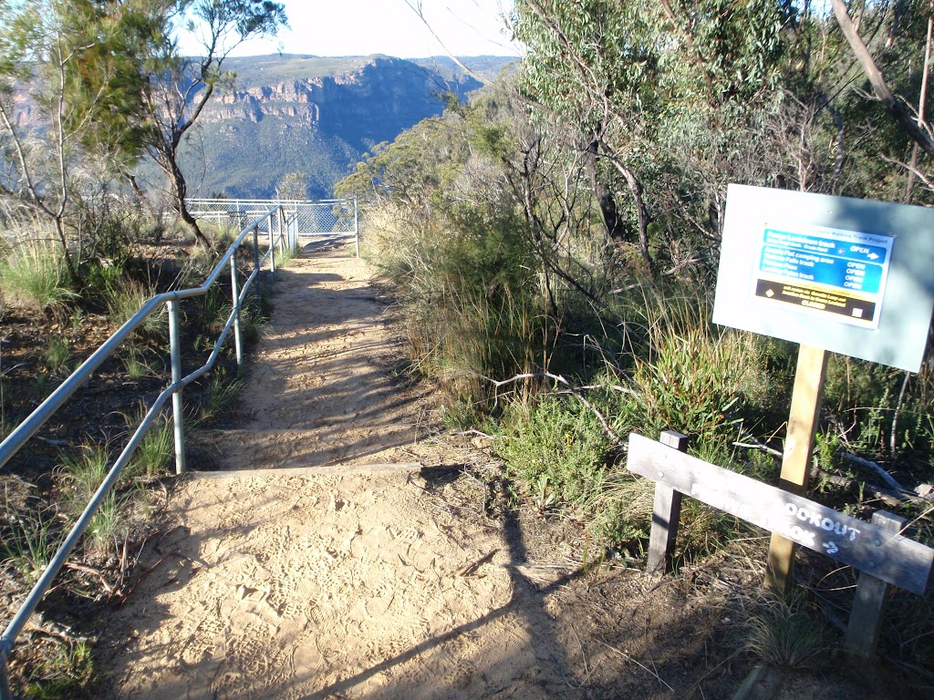Railed track down to Dockers Lookout (50675)