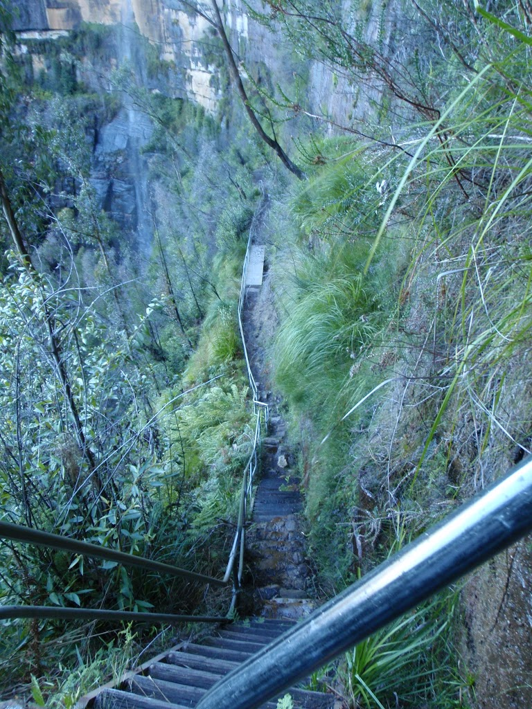 Track down to Govetts Leap falls
