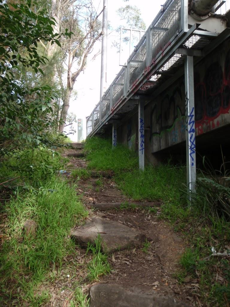 Track up to Deburghs Bridge