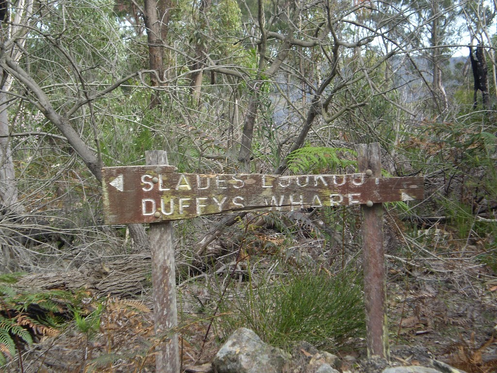 Sign at the intersection of Duffy's Wharf and Slade Lookout (5496)