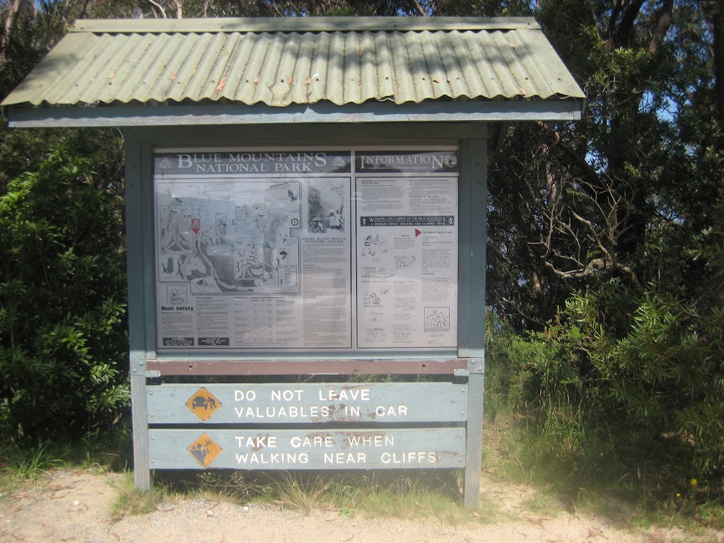 Info sign at Golden stairs car park (7112)