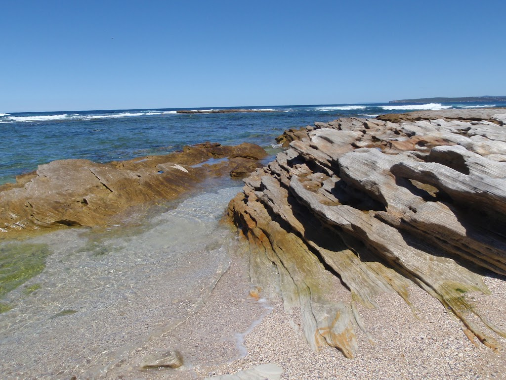 Rock formations at Boat Harbour (75732)