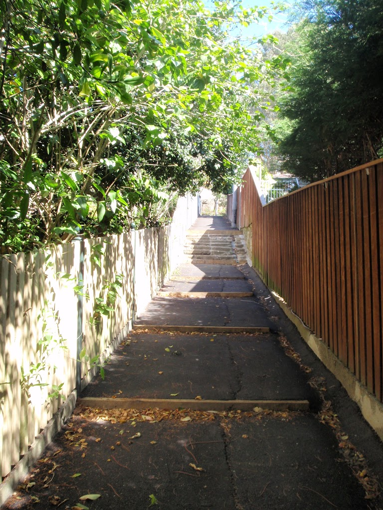 Pedestrian lane at the end of Vernon St (89724)