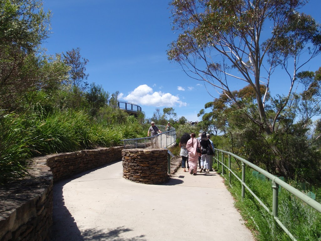 Intersection of Echo Point and Queen Elizabeth Lookout tracks (92482)