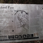 Sign at eastern end of Federal pass (92938)