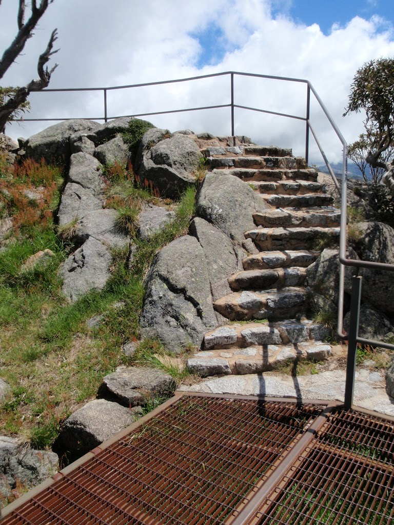 Last few stairs to the top of Main Range Lookout