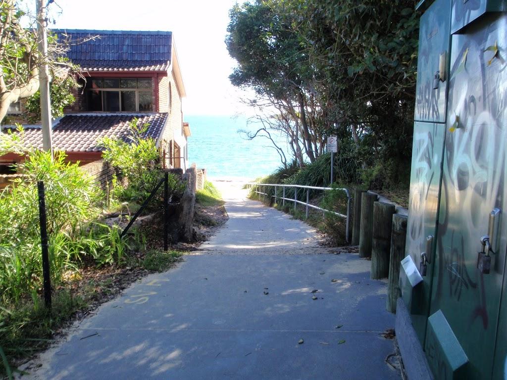Path leading to Jibbon Beach