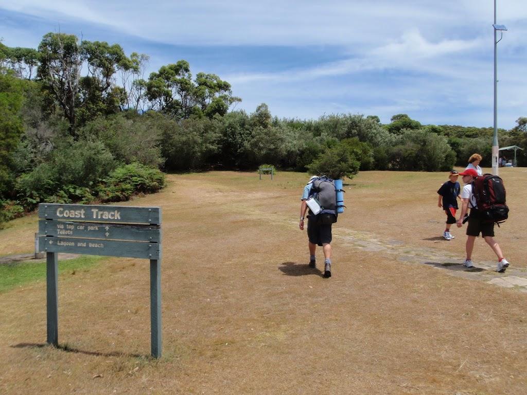 Coast Track walkers at Wattamolla (99509)